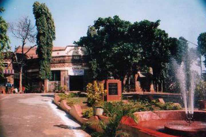 https://cache.careers360.mobi/media/colleges/social-media/media-gallery/6556/2017/1/19/49670-Andhra-University-Campus-Vizianagaram-(17).jpg