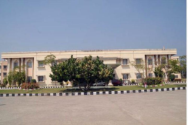 https://cache.careers360.mobi/media/colleges/social-media/media-gallery/6585/2019/6/1/Campus View of Nimra College of Business Management Vijayawada_Campus-View.jpg
