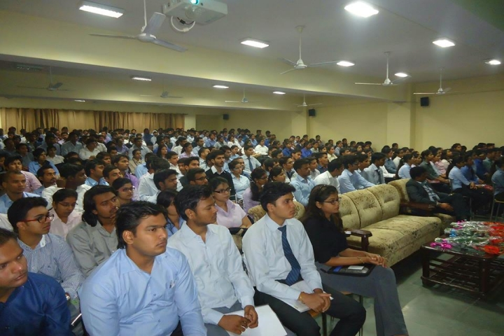 https://cache.careers360.mobi/media/colleges/social-media/media-gallery/6646/2018/2/5/Greater-Noida-Institute-of-Technology13.jpg