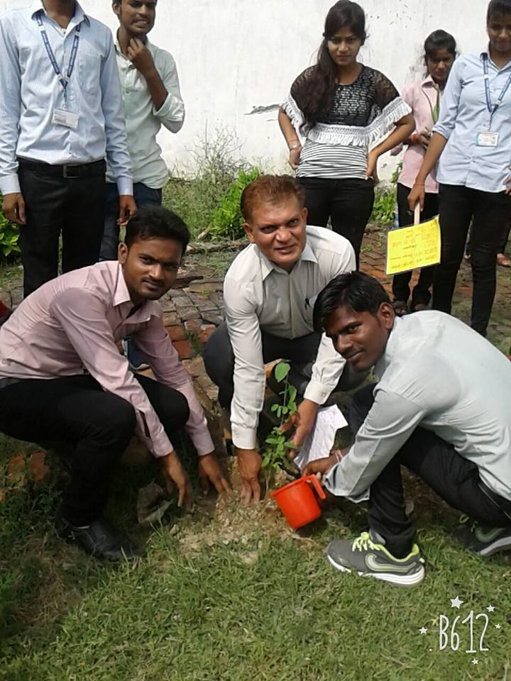 https://cache.careers360.mobi/media/colleges/social-media/media-gallery/6687/2019/3/18/Tree Plantation of Lucknow Institute of Pharmacy Lucknow_Others.jpg