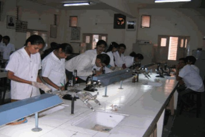 https://cache.careers360.mobi/media/colleges/social-media/media-gallery/6795/2018/10/27/Pharmacy Lab of G Pulla Reddy College of Pharmacy Hyderabad_Laboratory.JPG