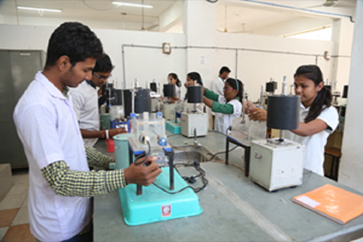 https://cache.careers360.mobi/media/colleges/social-media/media-gallery/6801/2019/4/5/Pharmacology Lab of Jangaon Institute of Pharmaceutical Sciences Jangaon_Laboratory.jpg