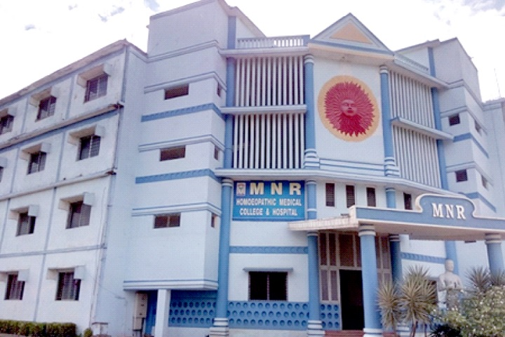 https://cache.careers360.mobi/media/colleges/social-media/media-gallery/6830/2020/5/23/Campus view of MNR College of Pharmacy Sangareddy_Campus-view.jpg