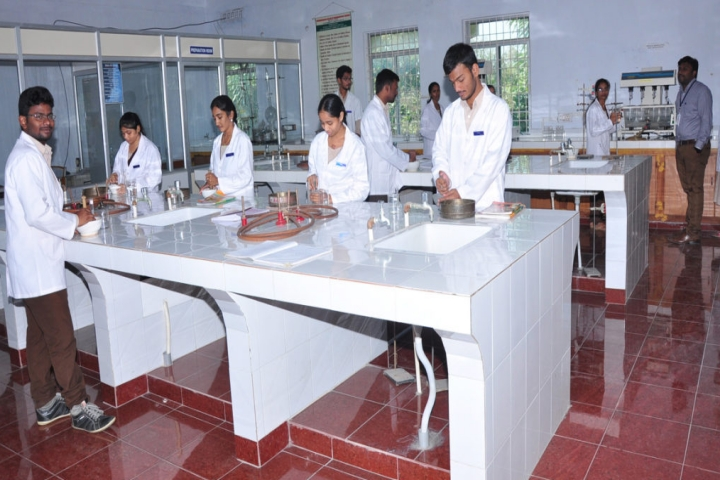 https://cache.careers360.mobi/media/colleges/social-media/media-gallery/6909/2019/3/11/Pharmaceutics Lab of Vishwa Bharathi College of Pharmaceutical Science Perecherla_Laboratory.jpg
