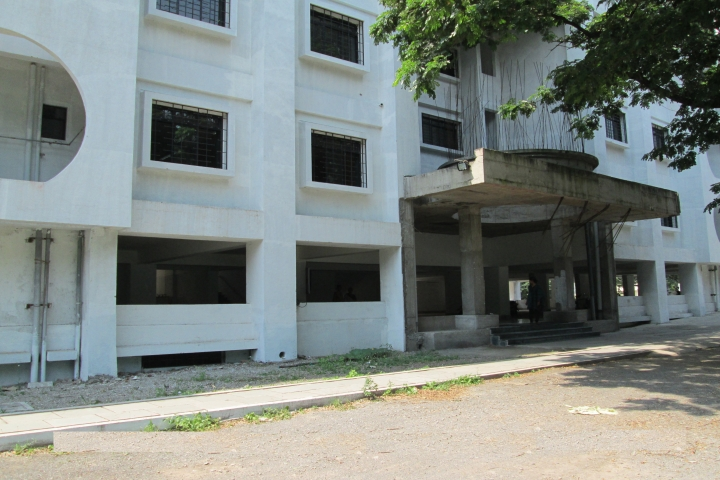 https://cache.careers360.mobi/media/colleges/social-media/media-gallery/6954/2018/12/21/Campus View of Sadhu Vaswani College of Nursing, Pune_Campus View.jpg