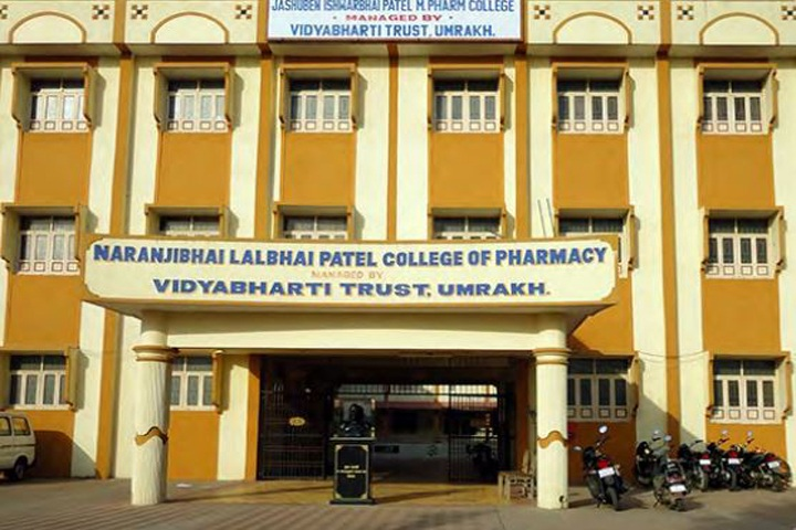 https://cache.careers360.mobi/media/colleges/social-media/media-gallery/6972/2019/3/2/CampusView of Vidyabharti Trust College of Pharmacy Bardoli_Campus-View.jpg