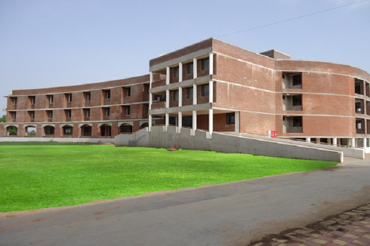 https://cache.careers360.mobi/media/colleges/social-media/media-gallery/6985/2019/3/2/CampusView of Shankersinh Vaghela Bapu Institute of Pharmacy Vasan_Campus-View.jpg