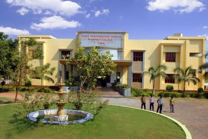 https://cache.careers360.mobi/media/colleges/social-media/media-gallery/6995/2018/8/6/Shree-Swaminarayan-College-of-Pharmacy-Zundal-CAMPUS.JPG