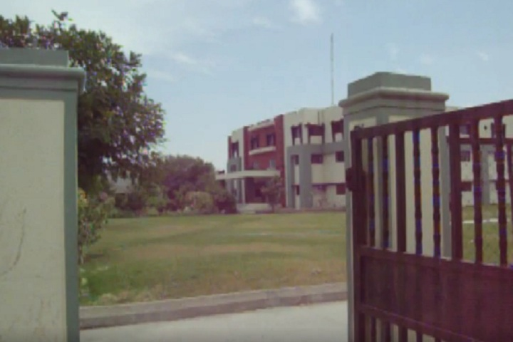 https://cache.careers360.mobi/media/colleges/social-media/media-gallery/7002/2020/6/5/Campus View of KB Raval College of Pharmacy Gandhinagar_Campus-View.jpg