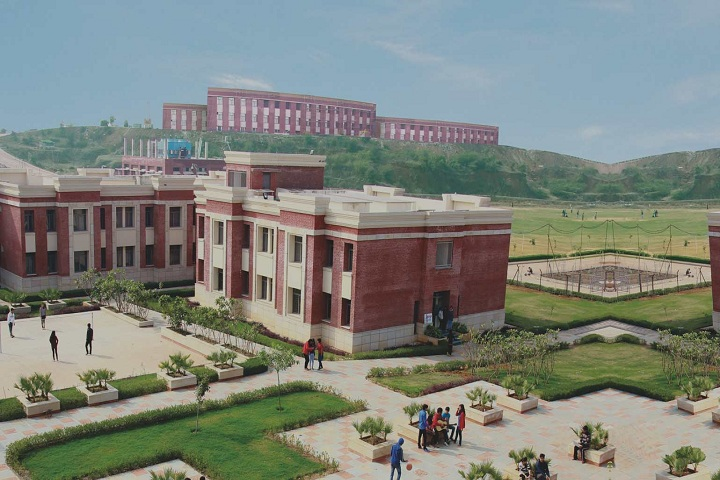 https://cache.careers360.mobi/media/colleges/social-media/media-gallery/704/2019/1/27/Campus-view of Amity University Gwalior_Campus-view.jpg