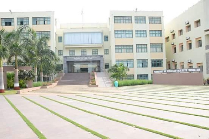 https://cache.careers360.mobi/media/colleges/social-media/media-gallery/7043/2019/5/31/Campus View of Padmashree Dr Vitthalrao Vikhe Patil Foundations College of Physiotherapy Ahmednagar_Campus-View.jpg