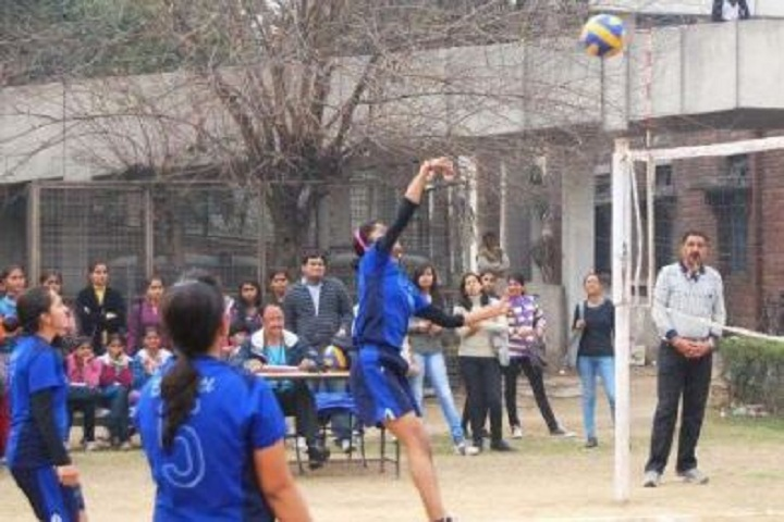 https://cache.careers360.mobi/media/colleges/social-media/media-gallery/7076/2019/5/31/Sports of Bharati College New Delhi_Sports.jpg