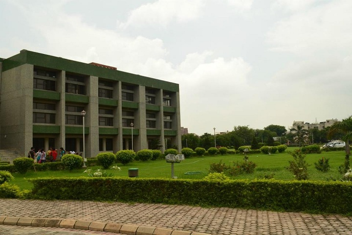 https://cache.careers360.mobi/media/colleges/social-media/media-gallery/7077/2019/2/16/Campus front view of Bhaskaracharya College of Applied Sciences New Delhi_Campus-view.jpg