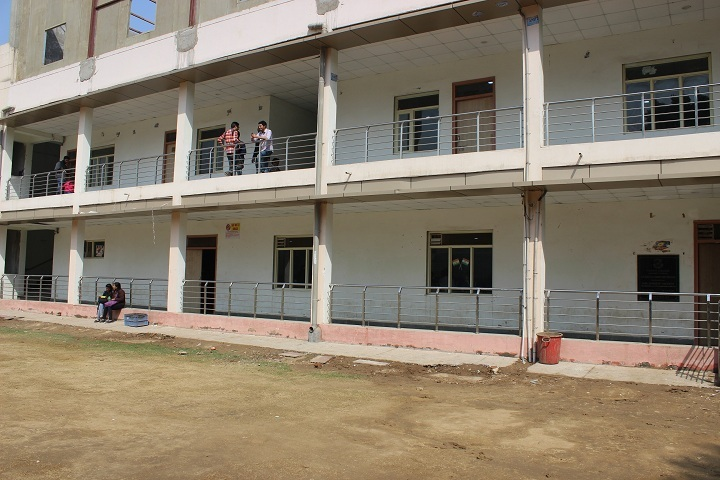 https://cache.careers360.mobi/media/colleges/social-media/media-gallery/7090/2019/6/1/College Building of PGDAV College Delhi_Campus-View.jpg