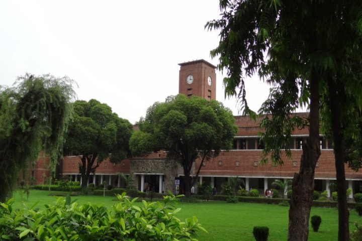 https://cache.careers360.mobi/media/colleges/social-media/media-gallery/7095/2019/2/19/Campus view of Shri Ram College of Commerce Delhi_Campus-view.jpg