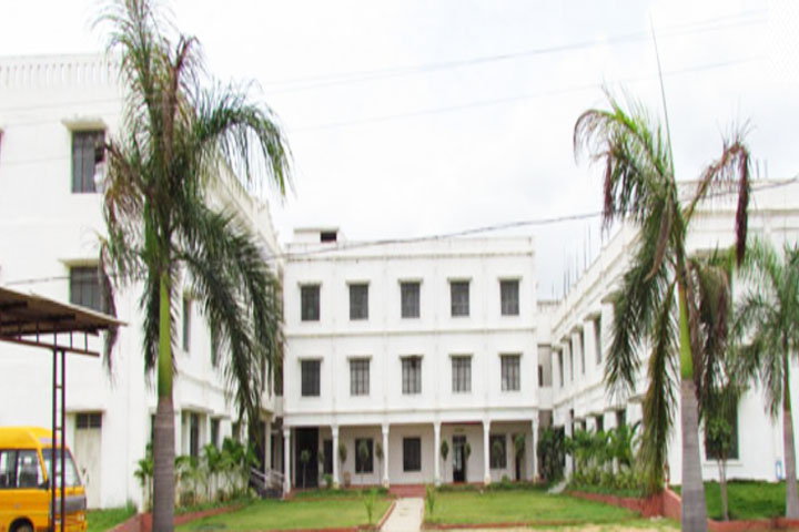 https://cache.careers360.mobi/media/colleges/social-media/media-gallery/7337/2019/1/5/Campus View of Subrabhath Institute of Management and Computer Studies Keesara_Campus-View.jpg