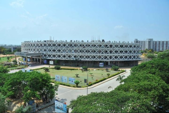https://cache.careers360.mobi/media/colleges/social-media/media-gallery/736/2018/10/22/Campus View Of SRM Institute of Science and Technology Chennai_Campus-View.jpg