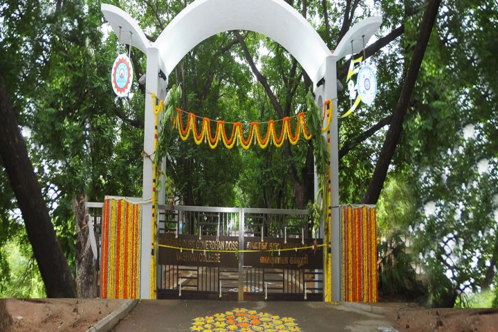 https://cache.careers360.mobi/media/colleges/social-media/media-gallery/7371/2019/3/6/Entrance view of Dwaraka Doss Goverdhan Doss Vaishnav College, Chennai_Campus-view.jpg