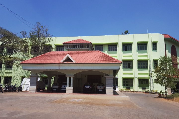 https://cache.careers360.mobi/media/colleges/social-media/media-gallery/7390/2019/3/7/Front campus view of CMS College of Science and Commerce Coimbatore_Campus-view.jpg