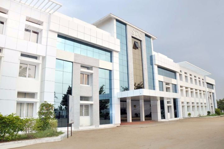https://cache.careers360.mobi/media/colleges/social-media/media-gallery/7412/2019/3/8/Campus view of Sree Saraswathi Thyagaraja College Coimbatore_Campus-view.jpg