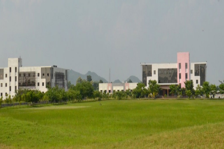 https://cache.careers360.mobi/media/colleges/social-media/media-gallery/7556/2020/7/27/Campus View of Manoharbhai Patel Institute of Engineering and Technology Shahapur Bhandara_Campus-View.jpg