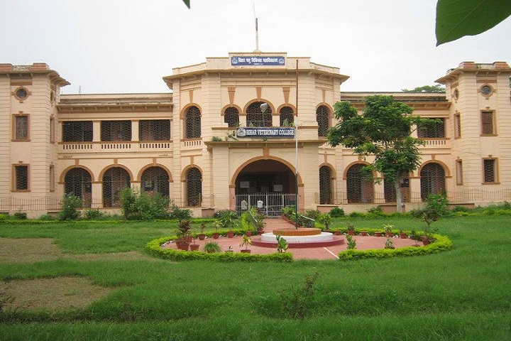 https://cache.careers360.mobi/media/colleges/social-media/media-gallery/7609/2019/1/4/Campus View of Bihar Veterinary College Patna_Campus-View.jpg