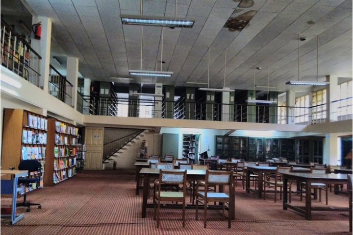 https://cache.careers360.mobi/media/colleges/social-media/media-gallery/762/2018/10/23/Library of Kumaun University Nainital_Library_1.jpg
