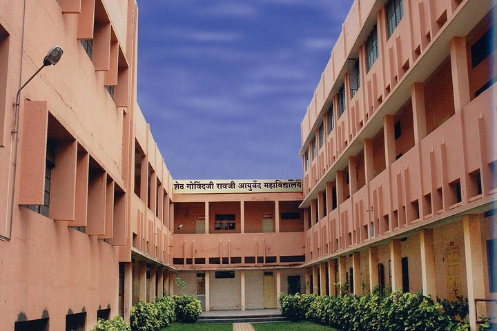 https://cache.careers360.mobi/media/colleges/social-media/media-gallery/7634/2018/12/19/Campus View of Seth GR Ayurved College Solapur_Campus-view.jpg