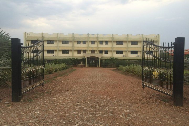 https://cache.careers360.mobi/media/colleges/social-media/media-gallery/765/2018/10/25/Entrance view of University of Agricultural Sciences Dharwad_Campus-view.jpg