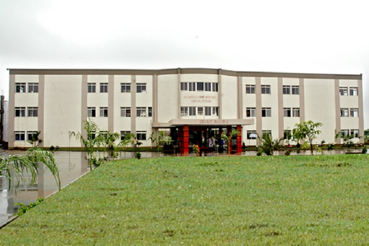 https://cache.careers360.mobi/media/colleges/social-media/media-gallery/7742/2019/3/6/Campus view of Pioneer Pharmacy Degree College Vadodara_Campus-view.jpg
