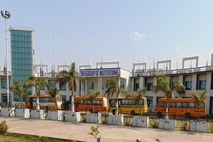 https://cache.careers360.mobi/media/colleges/social-media/media-gallery/7763/2018/8/16/Sanjay-College-of-Pharmacy-Mathura-Campus-view.jpg