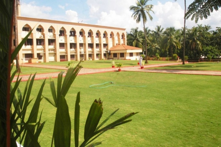 https://cache.careers360.mobi/media/colleges/social-media/media-gallery/7780/2018/12/4/Inside View of Markaz Law College Kozhikode_Campus-View.jpg