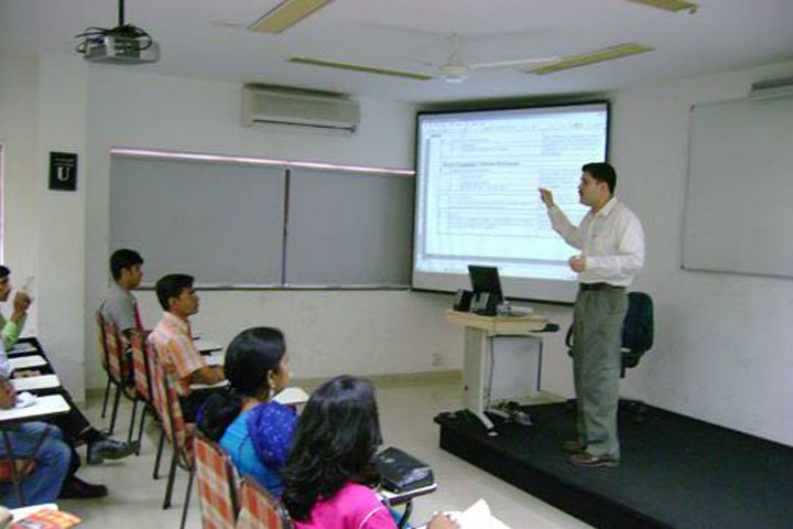 https://cache.careers360.mobi/media/colleges/social-media/media-gallery/7803/2018/11/26/Conference hall of MET Institute of Computer Science Mumbai_Others.JPG