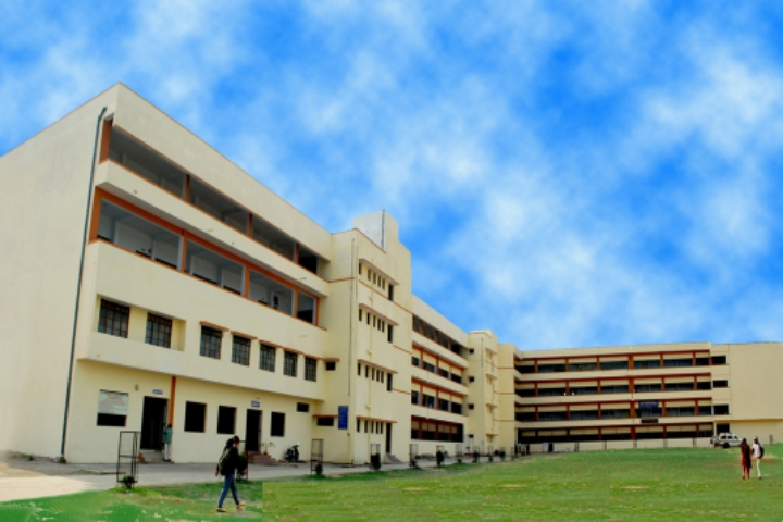 https://cache.careers360.mobi/media/colleges/social-media/media-gallery/7811/2020/3/19/Campus-View of VM Vasant Commerce JM Thakar Arts and JJ Patel Science College Nagpur_Campus-View.jpg