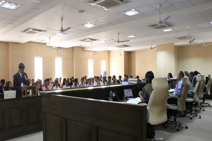 https://cache.careers360.mobi/media/colleges/social-media/media-gallery/794/2018/4/3/Gujarat-National-Law-University-Gandhinagar3.jpg