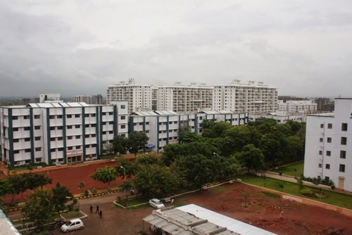 https://cache.careers360.mobi/media/colleges/social-media/media-gallery/7966/2019/3/7/Campus view of JSPMS Charak College of Pharmacy and Research Pune_Campus-View.jpg