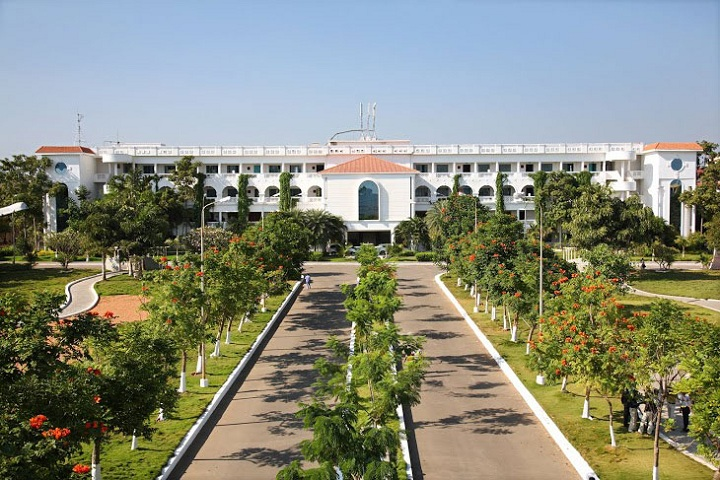 https://cache.careers360.mobi/media/colleges/social-media/media-gallery/8006/2019/7/17/College View of Dhanalakshmi Srinivasan Engineering College Perambalur_Campus-View.jpg