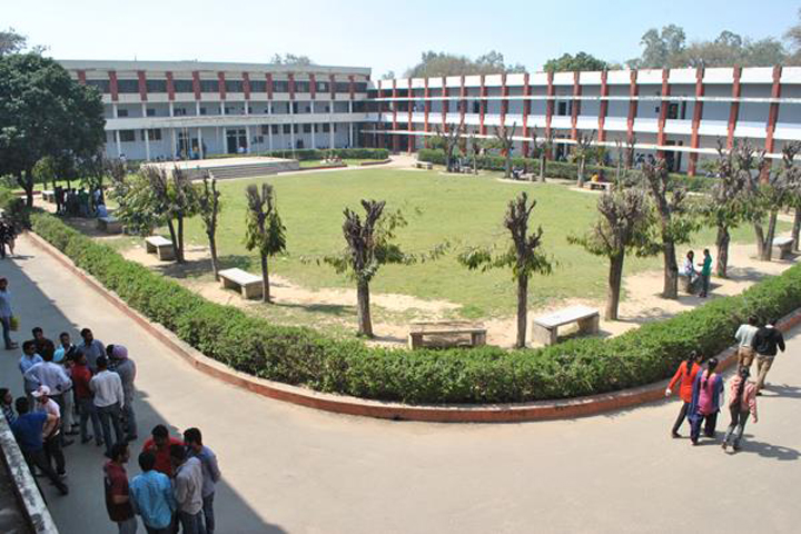 https://cache.careers360.mobi/media/colleges/social-media/media-gallery/8062/2018/12/28/College View of Multani Mal Modi College Patiala_Campus-View.jpg