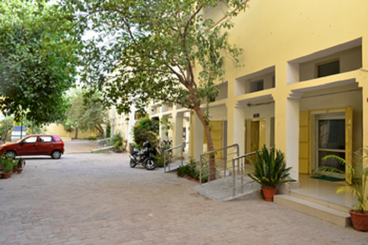 https://cache.careers360.mobi/media/colleges/social-media/media-gallery/8064/2018/10/27/Campus View of Arya Kanya Degree College Allahabad_Campus-View.png