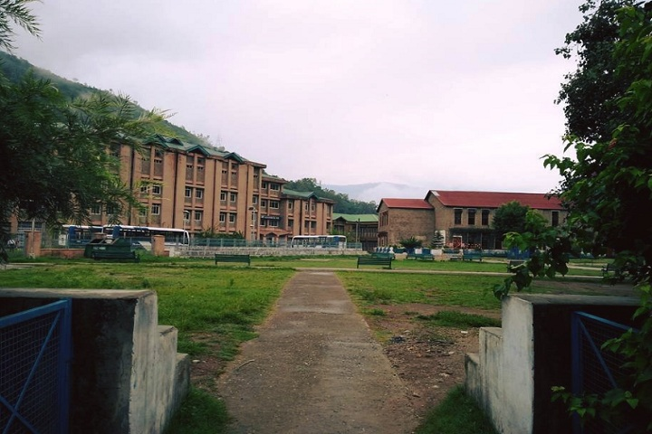 https://cache.careers360.mobi/media/colleges/social-media/media-gallery/8092/2020/2/29/Entrance view of Vallabh Government College Mandi_Campus-view.jpg