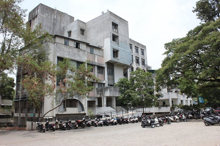 https://cache.careers360.mobi/media/colleges/social-media/media-gallery/8099/2018/12/4/Campus View of Marathwada Mitra Mandals Shankarrao Chavan Law College Pune_Campus-View.jpg