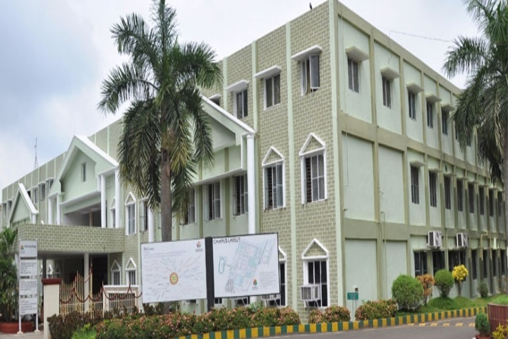 https://cache.careers360.mobi/media/colleges/social-media/media-gallery/8117/2018/9/17/Campus view of Shri Visnu College of Pharmacy Bhimavaram_Campus-View.jpg