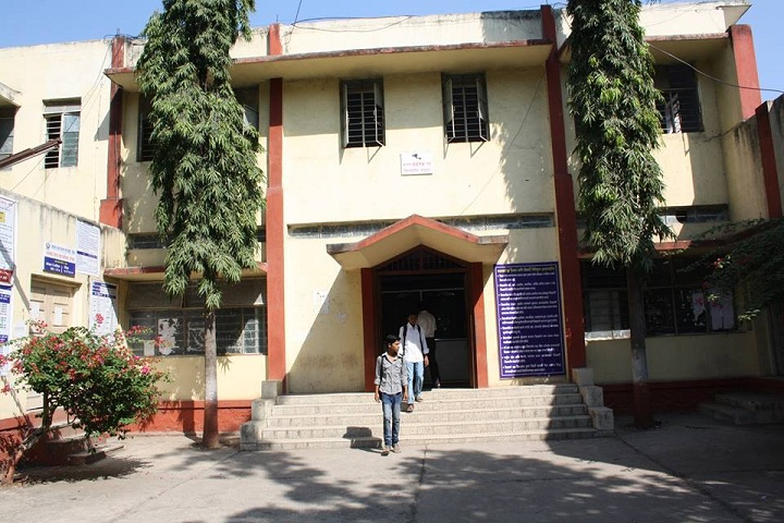 https://cache.careers360.mobi/media/colleges/social-media/media-gallery/8139/2020/1/23/Campus View of Vasantrao Naik Mahavidyalaya Aurangabad_Campus-View.jpg