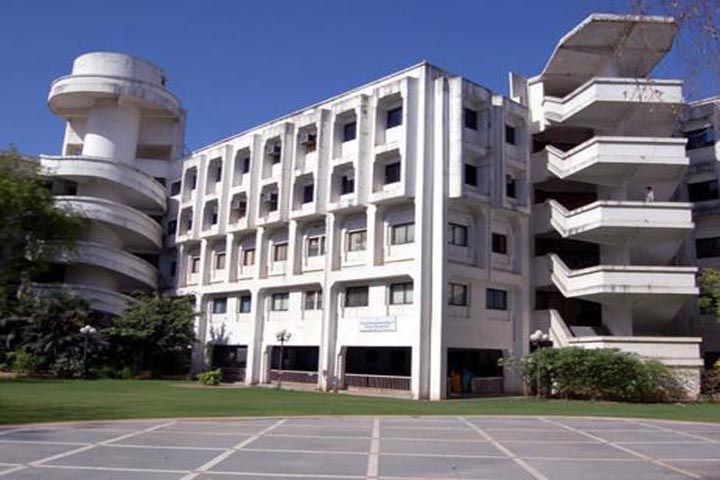 https://cache.careers360.mobi/media/colleges/social-media/media-gallery/8144/2018/11/28/Campus View of GLS JP Shah Institute of Business Administration Ahmedabad_Campus View.jpg