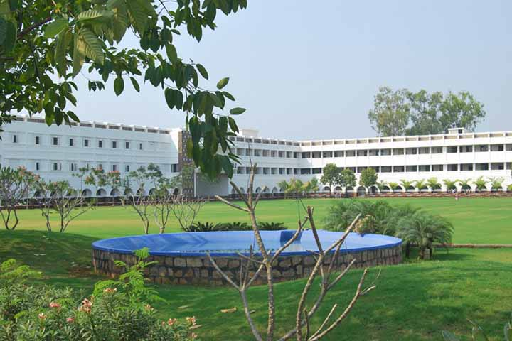 https://cache.careers360.mobi/media/colleges/social-media/media-gallery/8154/2018/12/10/Campus View of Dhote Bandhu Science College Gondia_Campus-View.JPG