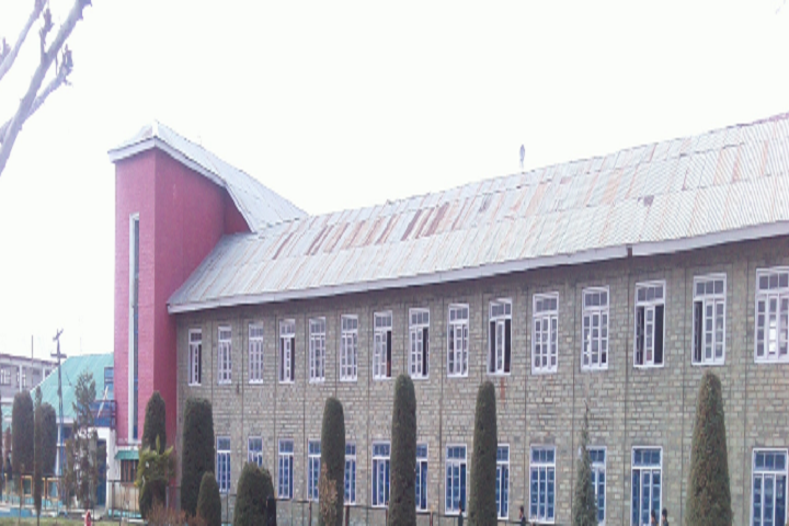 https://cache.careers360.mobi/media/colleges/social-media/media-gallery/8164/2018/12/27/Campusview  of Government Degree College Sopore_Campus-View.png