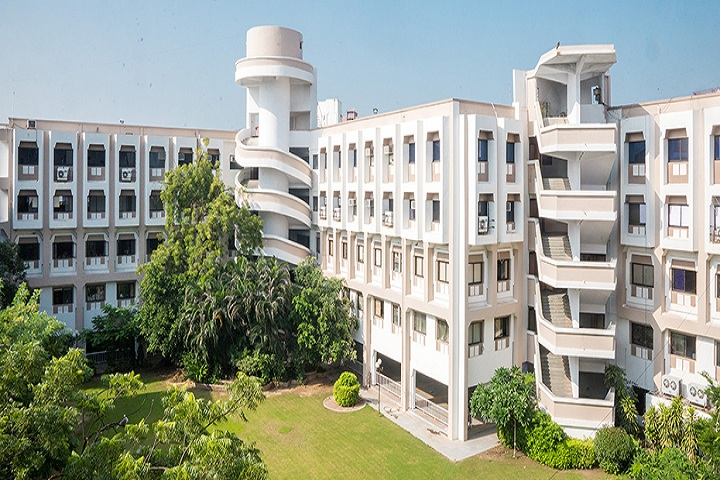 https://cache.careers360.mobi/media/colleges/social-media/media-gallery/8182/2019/6/7/Campus view of NR Institute of Business Management Ahmedabad_Campus-view.jpg