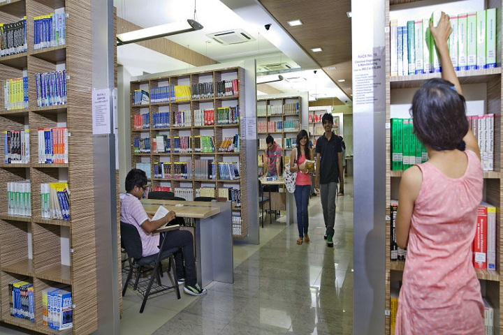 https://cache.careers360.mobi/media/colleges/social-media/media-gallery/8206/2018/12/27/Library of Anil Surendra Modi School of Commerce Mumbai_Library.jpg