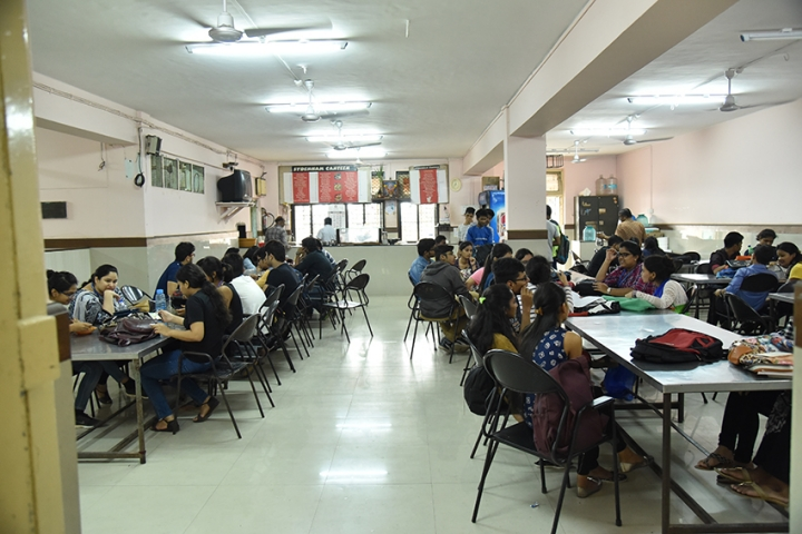 https://cache.careers360.mobi/media/colleges/social-media/media-gallery/8207/2018/7/27/Sydenham-College-of-Commerce-and-Economics_Cafeteria.jpg
