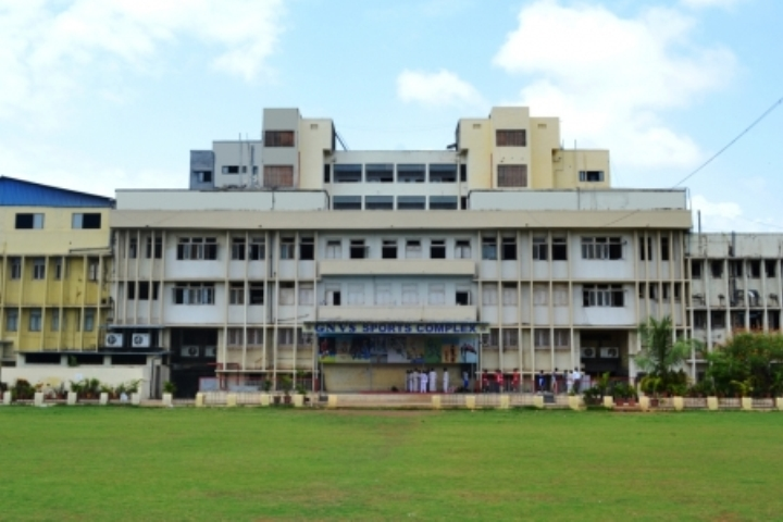 https://cache.careers360.mobi/media/colleges/social-media/media-gallery/8227/2018/11/21/Campus View of Guru Nanak College of Arts Science and Commerce Mumbai_Campus-View.jpg